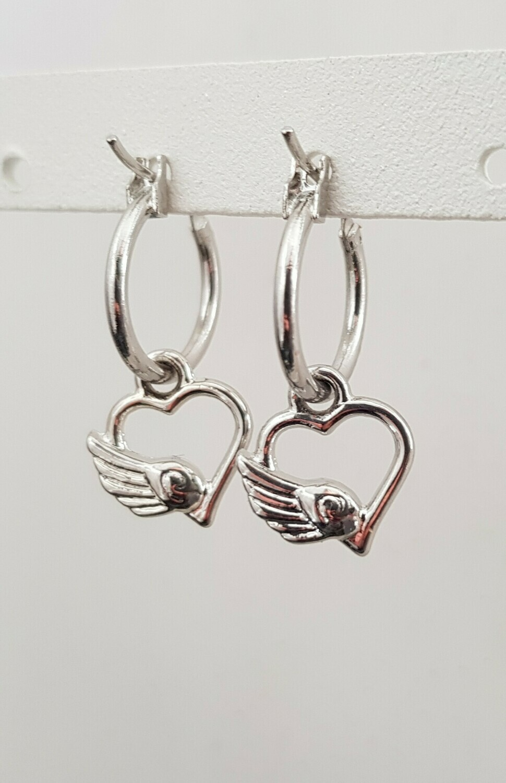 Vleugel op een hart oorbellen zilver