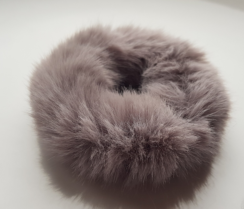 Furry scrunchie grijs
