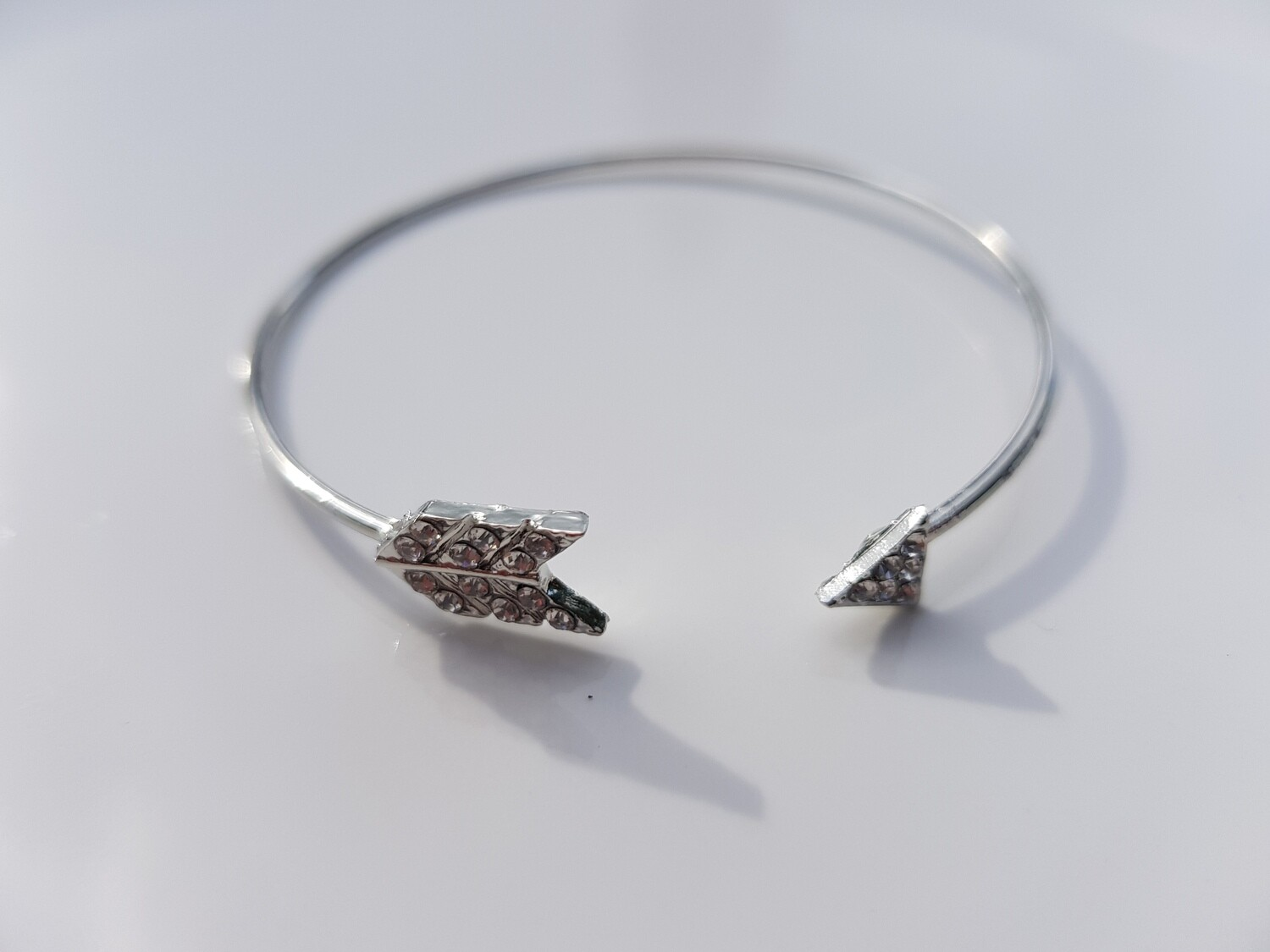 Shiny arrow armband zilver