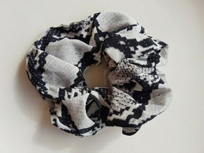 Snake print scrunchie grijs zwart