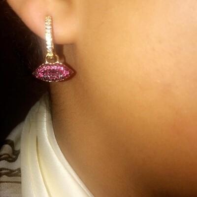 Rood en diamanten steenjes lippen oorbellen goud