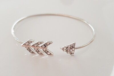 Shiny arrow armband zilver