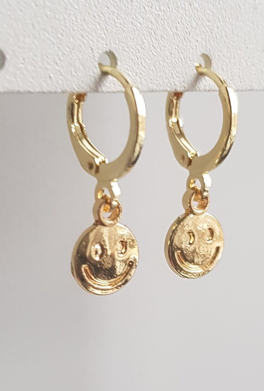 Mini smiley oorbellen goud