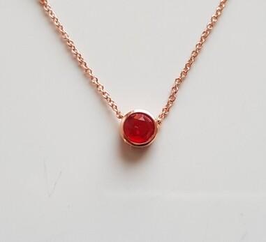 Dotje halsketting met rood steentje roségoud