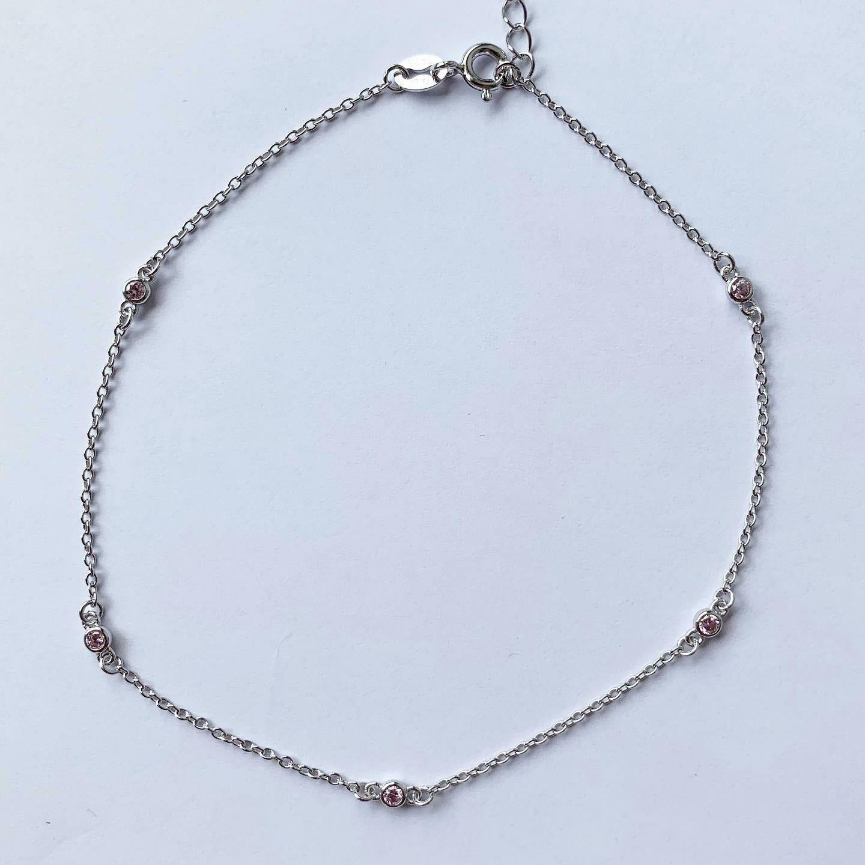 Enkelbandje met licht roze tiny strass steentjes 925 sterling zilver