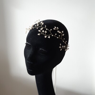 Bridal crown with fine pearls
