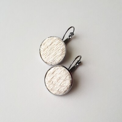 round earrings with salmon fish leather