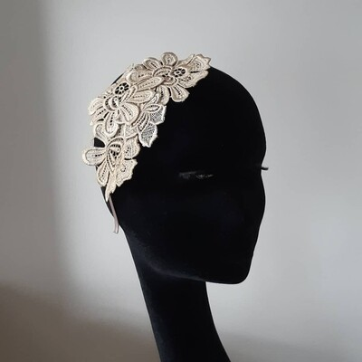 Fascinator with creme Guipure lace