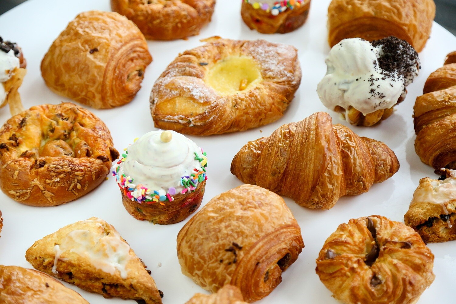 Breakfast Box (10 assorted pastries)