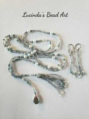 Woven Lariat in Sliver Blue and White wit a Coin Pearl