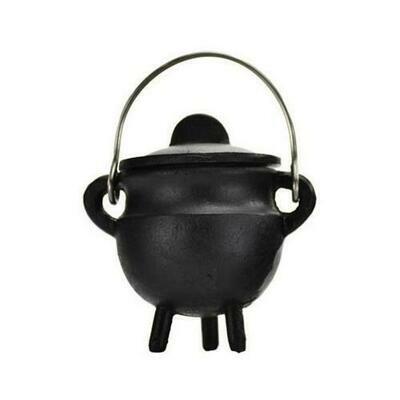 Plain cast iron cauldron  w/ lid 2 3/4