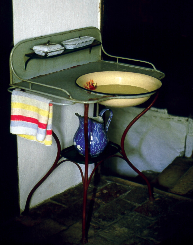 Kitchen Washstand