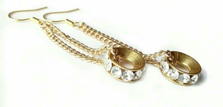 Round pendant earrings