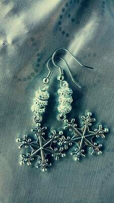 Silver Snowflake WiNTEr WoNdErLaNd dangle earrings *free scented gift bag*