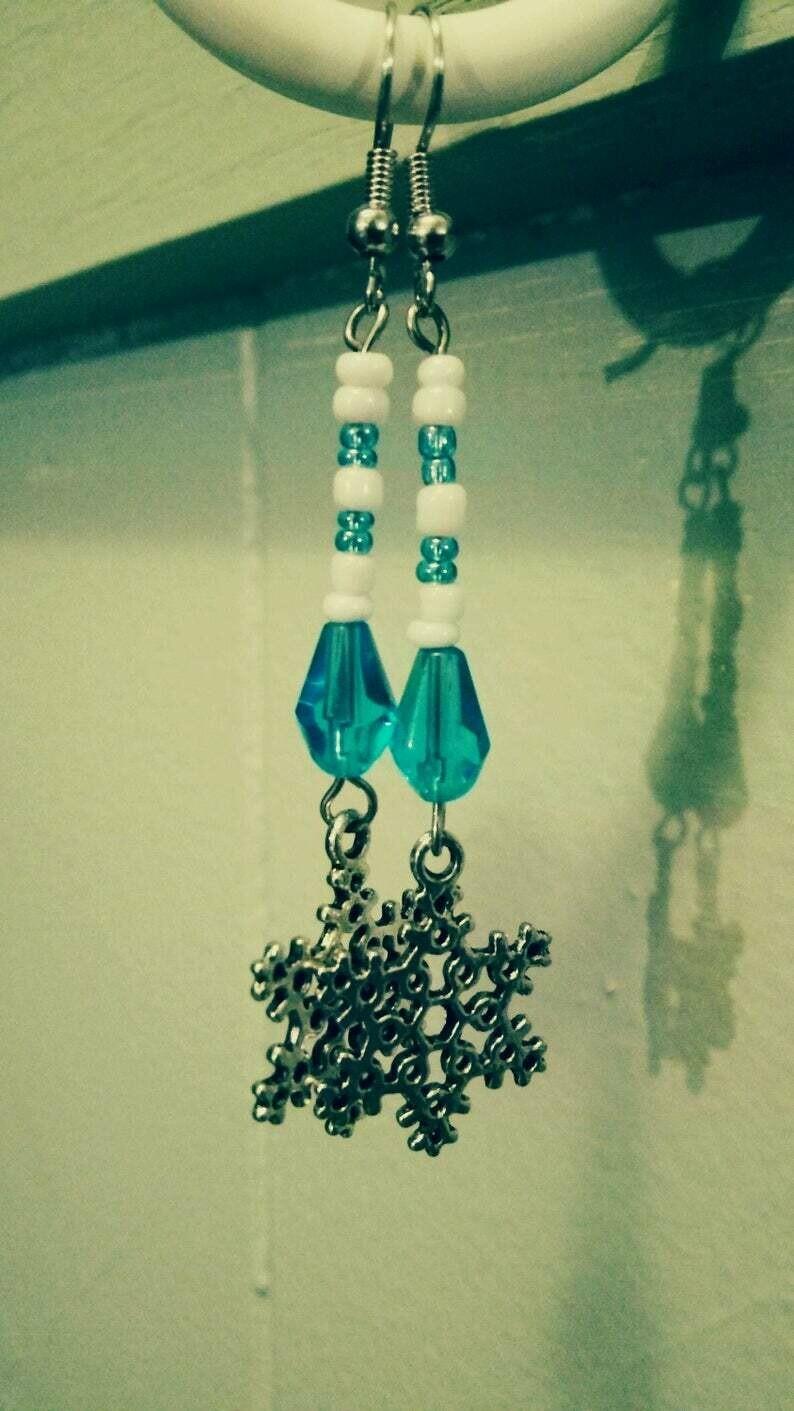 sNoWFLaKe Long Dangle Earrings *free scented gift bag*