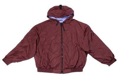 Куртка-ветровка большого размера бомбер из плащевки бордового цвета с капюшоном на подкладке из флиса