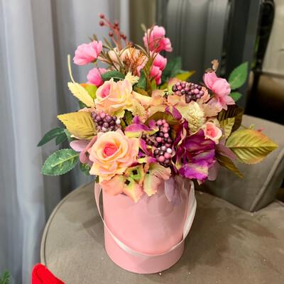 Композиция из сухоцветов и искусственных цветов