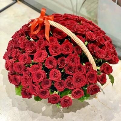 Корзина из 101 красной розы