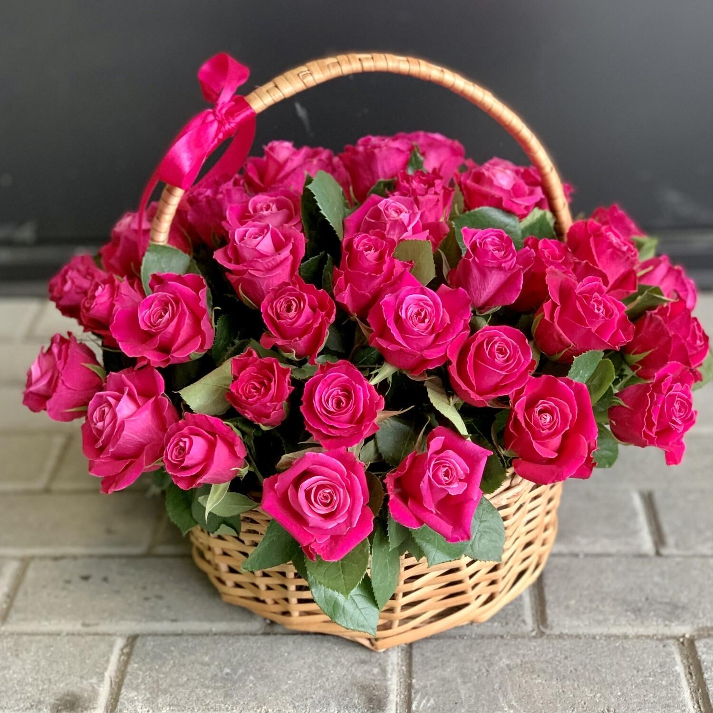 Корзина из 51 малиновой розы