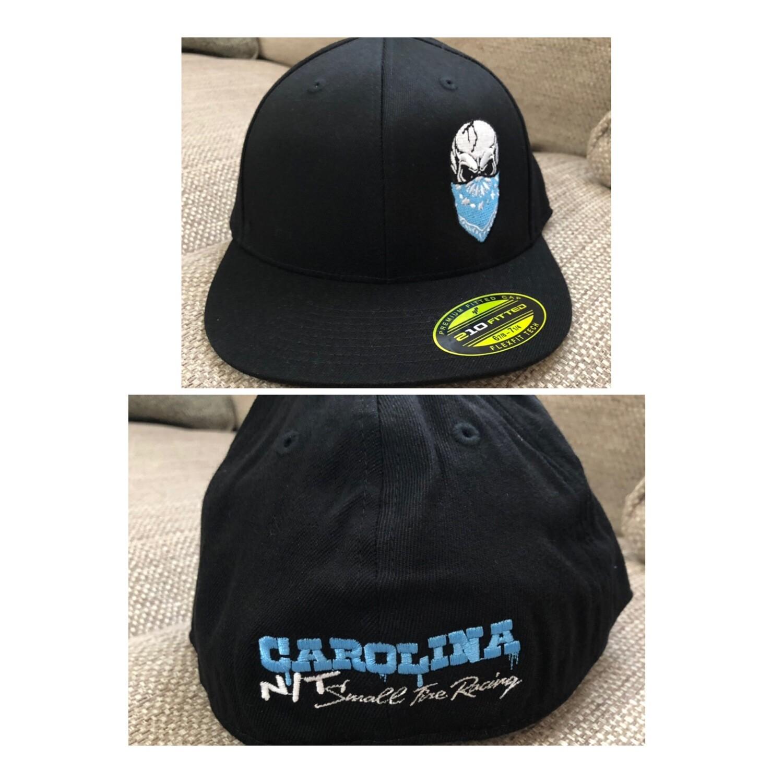 BLACK FLEX FIT BLUE SKULL HAT