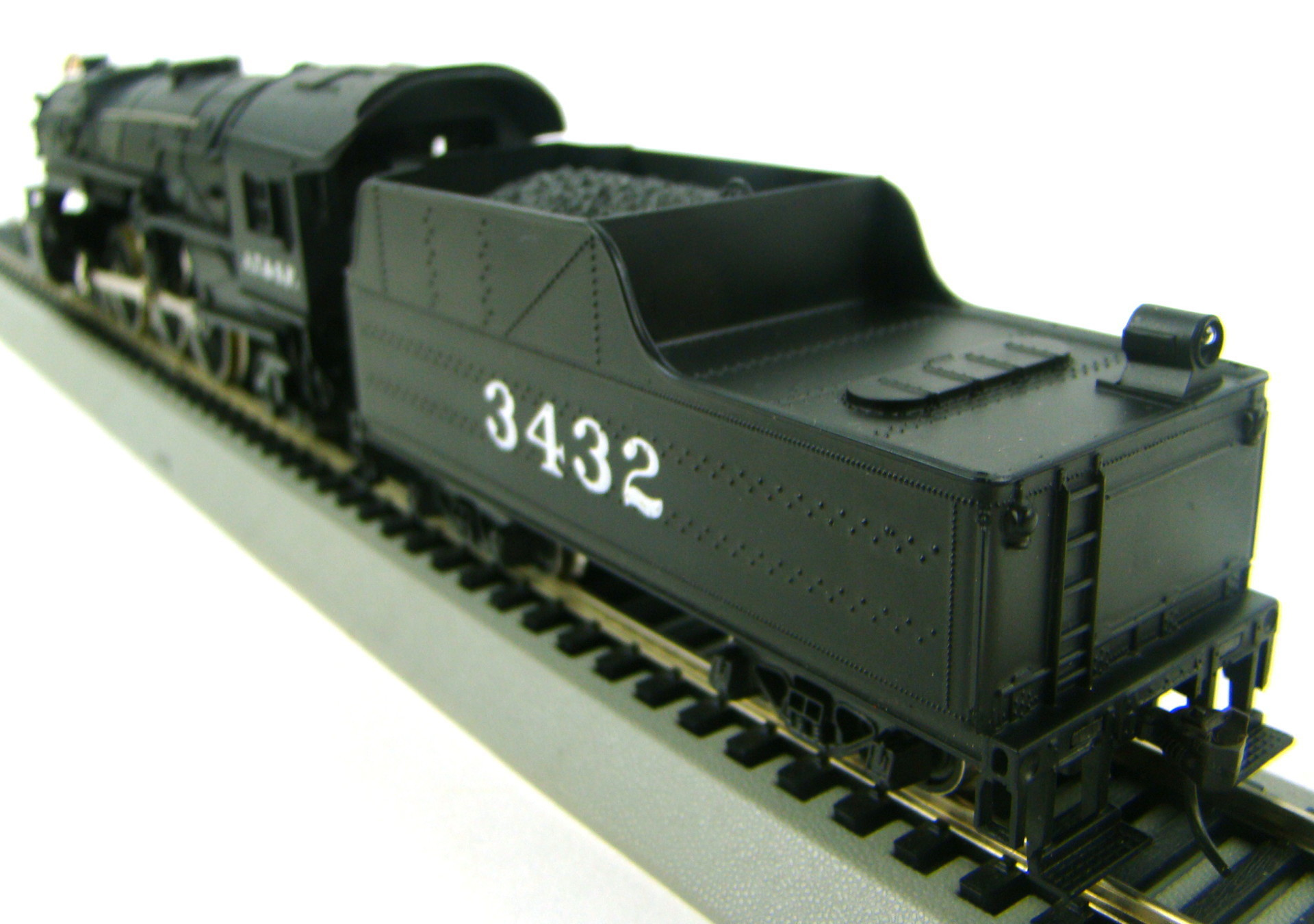 AHM 5088B AT&SF Light Pacific #3432 4-6-2 Locomotive HO Scale