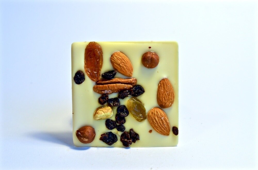 Belu Choco Bar Nuts and Fruits White