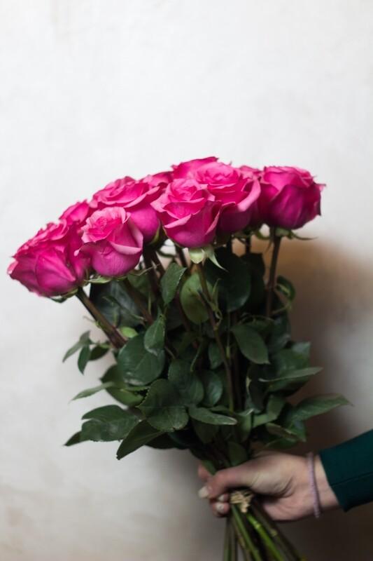 Букет розовых роз 60 см 15 шт