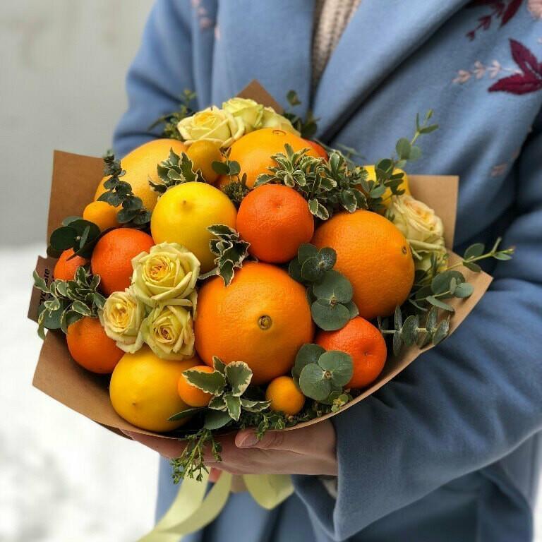 Фруктовый, весенний букет с цветами