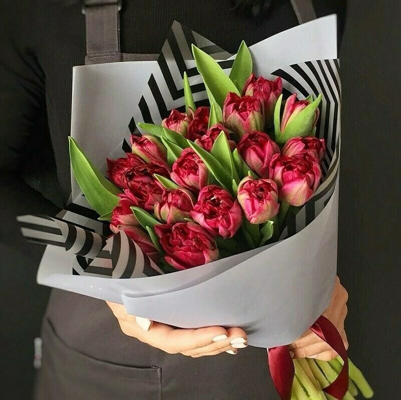 Букет 15 пионовидных тюльпанов
