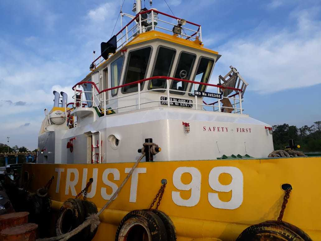 tuggboat 300 feet 2010 00002