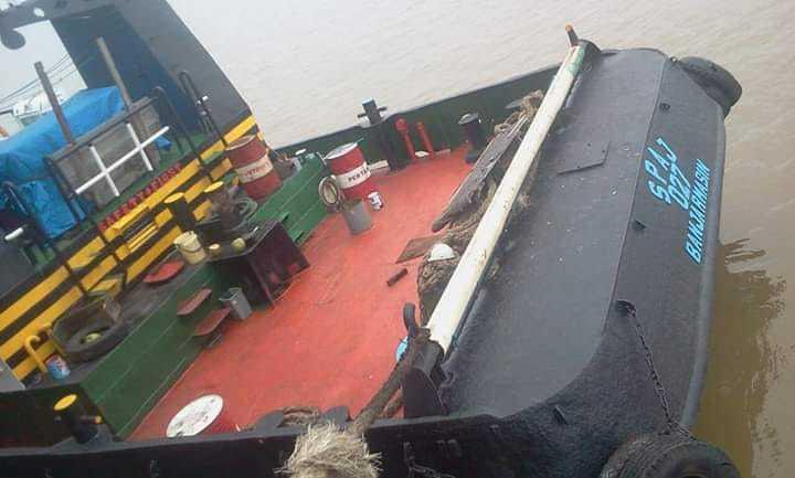 Tuggboat dan barge tahun 2006