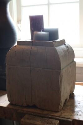 Antieke houten funderingsbok