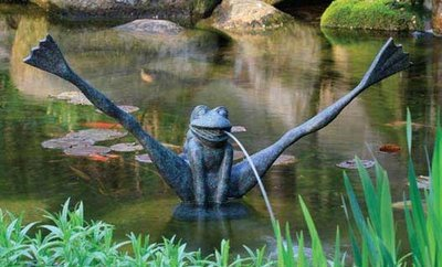 Crazy Legs Frog Spitter w/ Pump by Aquascape