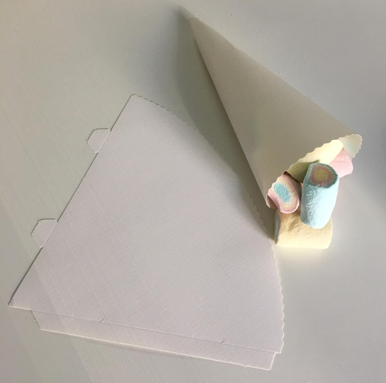 SALE!!! Cone for Treats White Pack of 25 - Κόνος για Διάφορα Γλυκίσματα Λευκό - περίπου 15εκ - 25τεμ/πακέτο