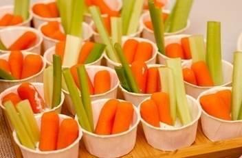 Овощной коктейль с соусом Блю Чиз или сырным соусом, 20 шт.