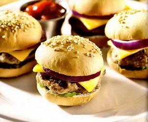 Мини бургеры с беконом, 100% говядиной и сыром чеддер, 10 шт.