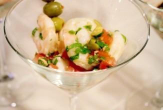 Салат с креветками, зеленью, томатами и кедровыми орешками, 10 шт.