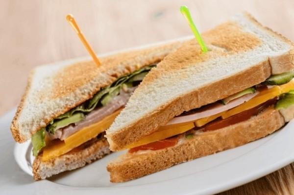 Мини сэндвичи с ветчиной и сыром, 20 шт.