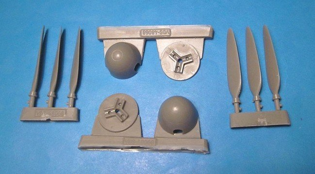 1/48 Me-410B Corrected Props & Spinners Vector resin for Meng : VDS48068