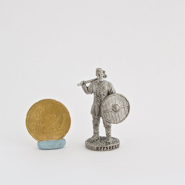 40mm Ragnar Lodbrok Vikings metal miniature figure front shield