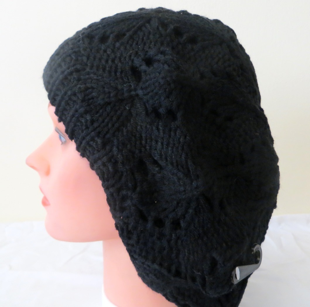 Black lined patterned beret