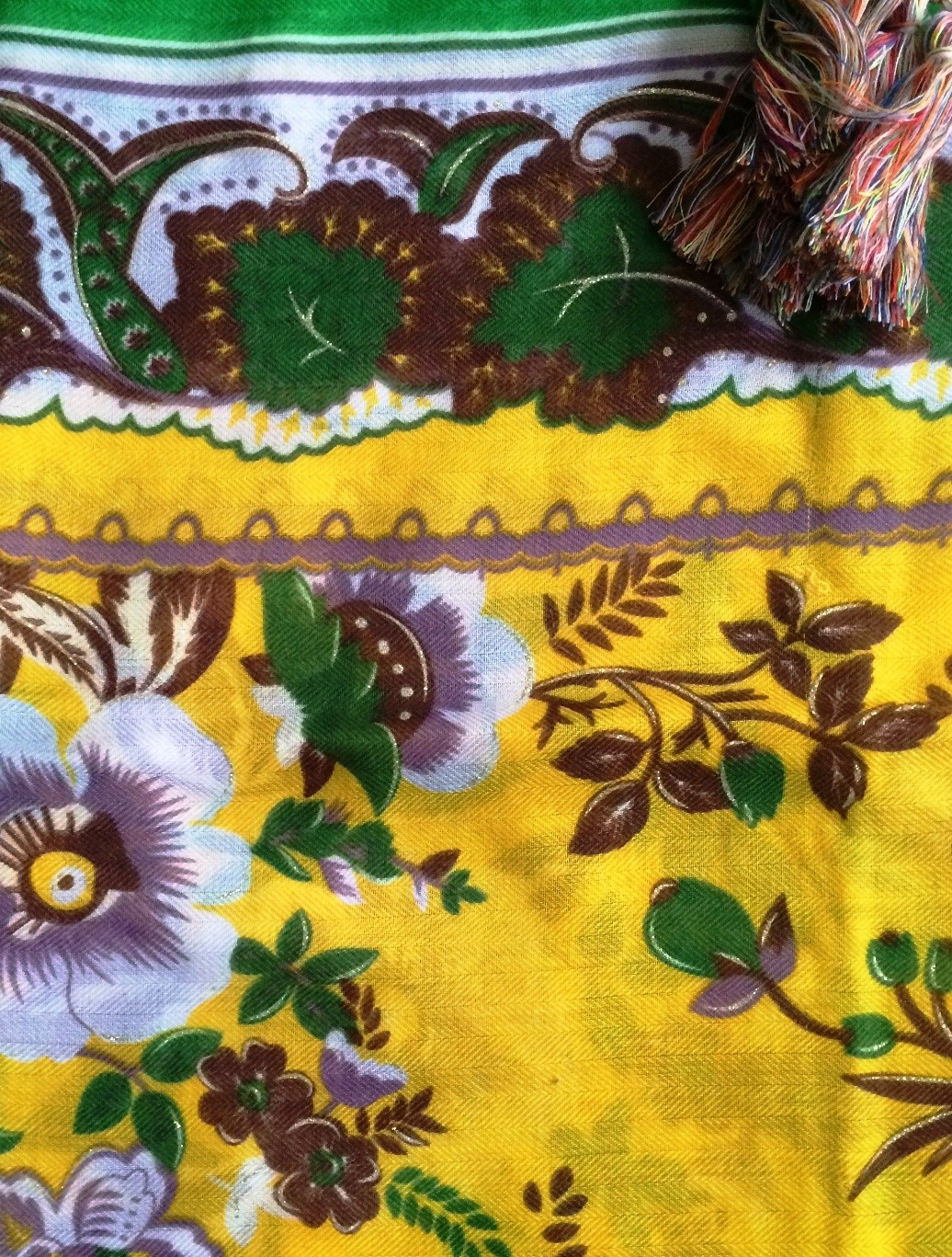 Yellow flowers soft tichel