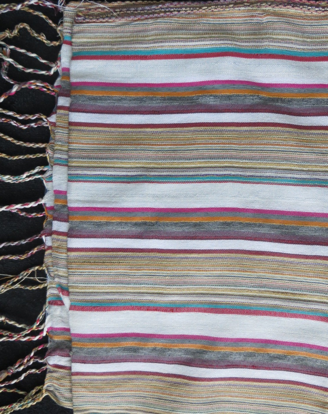 White stripes pattern rectangle tichel