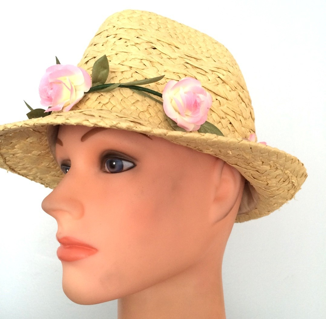 Lightweight fedora with removable pink wreath