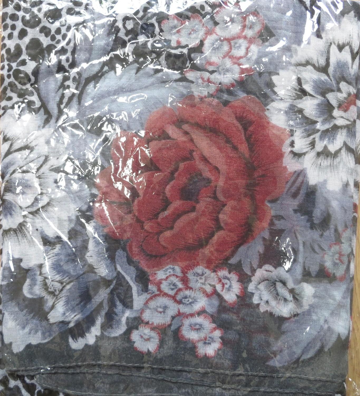 Gray burst o flower tichel