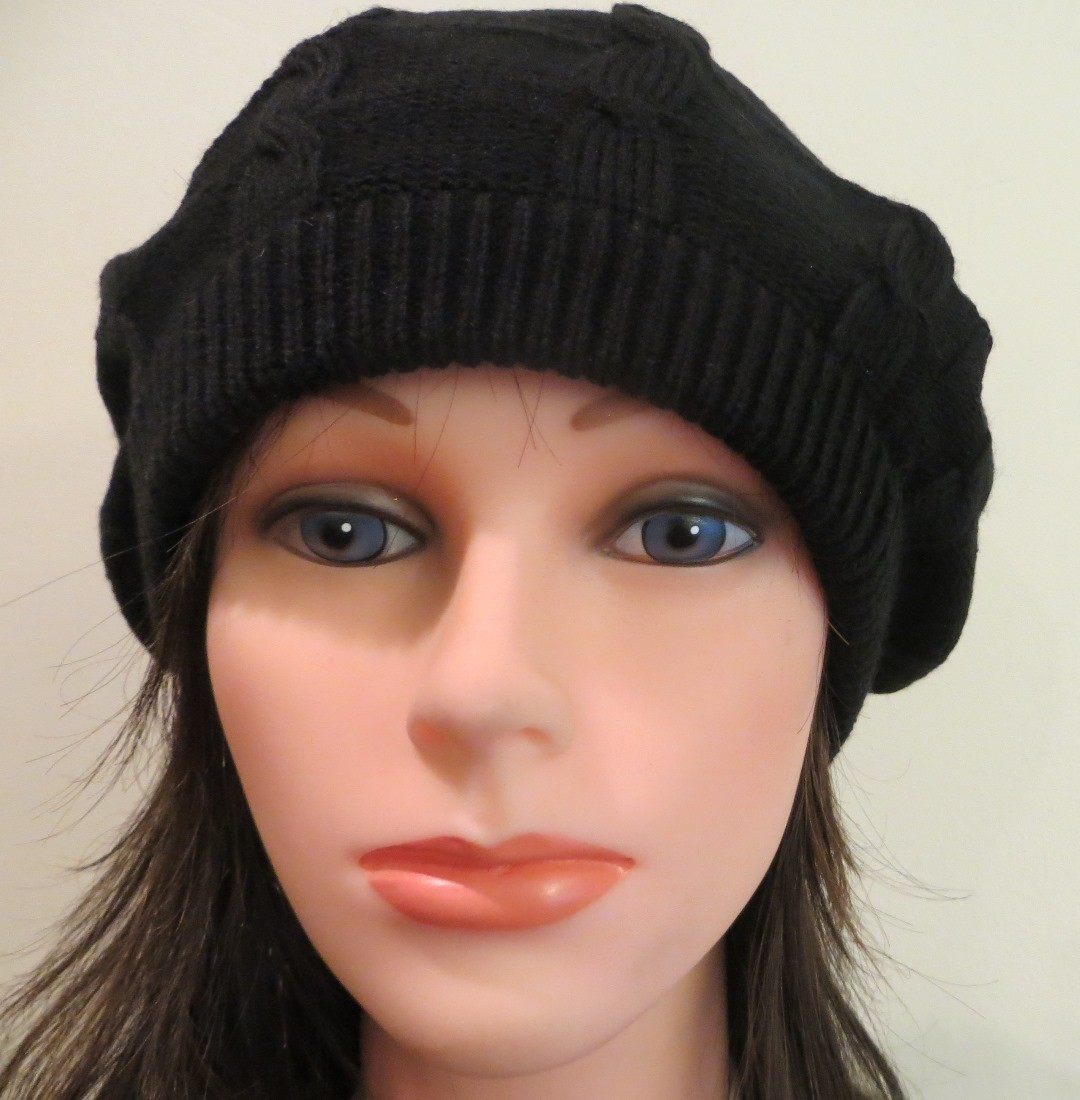 Black lightweight beret