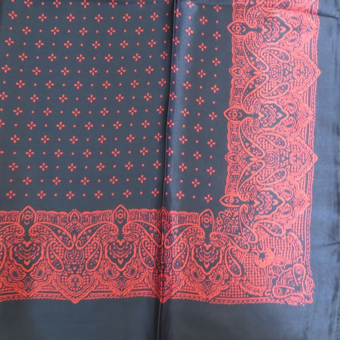 Black silky tichel with red pattern