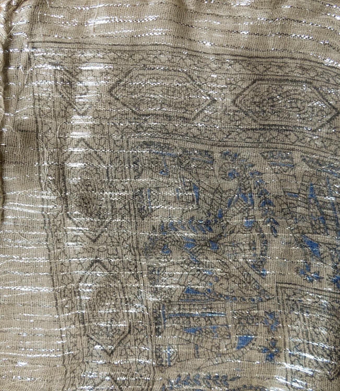 Grayish beige patterned lurex tichel