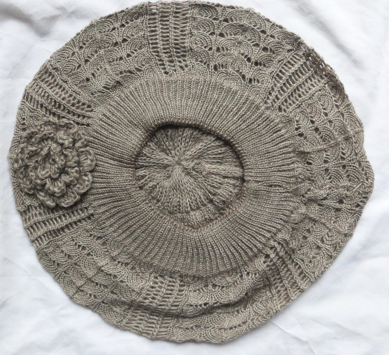 Beige summer beret with side flower