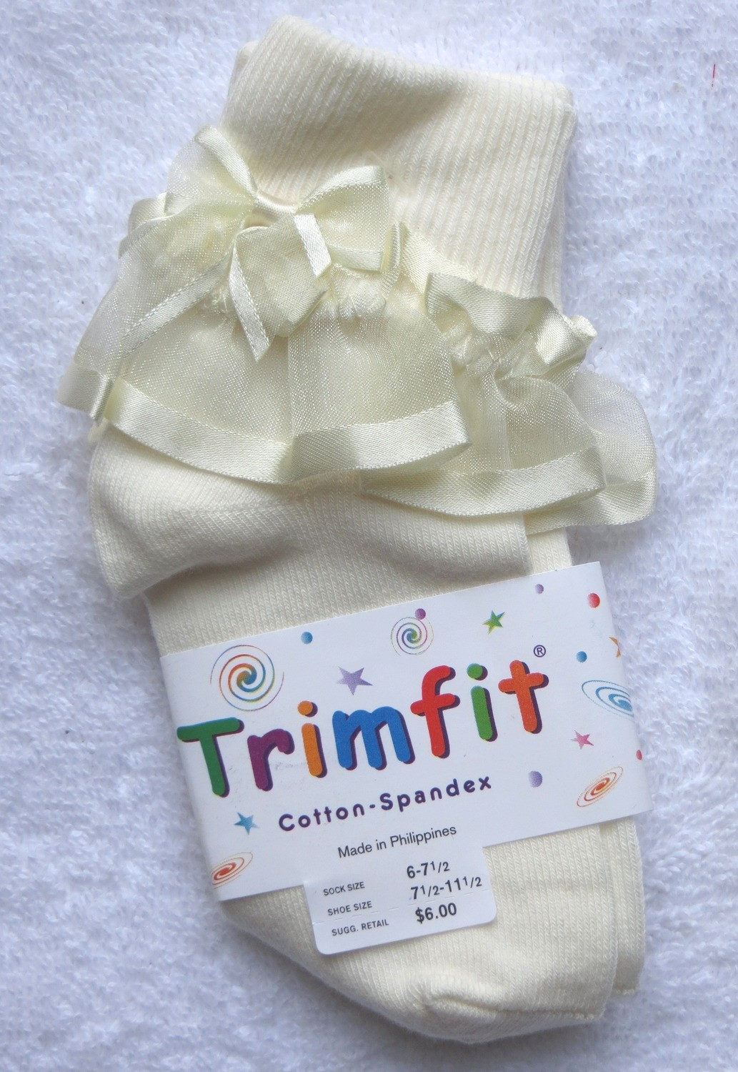 Cream short sock with frill and bow